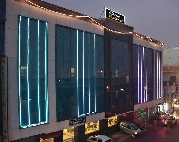 Hotel Classic Diplomat Delhi Airport Hotel {Review}